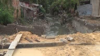 Chuvas causam prejuízos em Manaus - Igarapé transbordou na Zona Leste da capital.