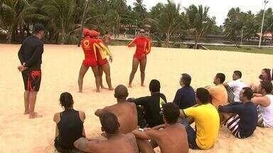Surfistas são capacitados para ajudar em casos de afogamento de banhistas - Curso faz parte de um projeto do Corpo de Bombeiros de Alagoas.