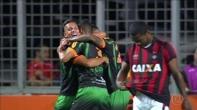 América-MG vence o Atlético-PR e sai da lanterna do Brasileirão - Time mineiro venceu por 1 a 0.