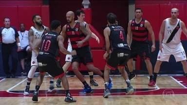 Sem torcida, Flamengo bate o Vasco no primeiro jogo da final do Carioca - O placar final foi 89 x 87.