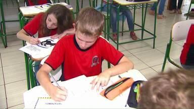 Alunos da área rural de Cascavel estão tendo aulas normalmente - Os professores preferiram manter as atividades para não deixar os estudantes sem transporte escolar também