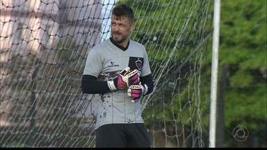 Michel Alves segue no Botafogo-PB para a próxima temporada - Goleiro renovou contrato por mais um ano. Belo também anunciou o acerto com o meia Raphael Luz e contratação de Wanderson
