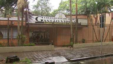 Colégio Gastão Vidigal é desocupado voluntariamente por alunos - Outros 34 colégios continuam sendo ocupados na região por estudantes que protestam contra algumas medidas do governo federal