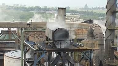 Etanol sobe e já custa quase R$ 3 o litro em postos na região noroeste paulista - O etanol está acompanhando a alta e já beira os R$ 3 o litro em várias cidades da região. A ponta final da cadeia produtiva diz que a culpa está no campo, e nas decisões da indústria sucroalcooleira.