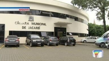 Vereadores de Jacareí aprovam fim da taxa de luz - Há um ano, eles autorizaram a implantação da cobrança pelo serviço