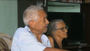 Dois aposentados da cidade de Queimadas caíram no golpe do falso funcionário do INSS - Eles perderam todo o dinheiro que tinham em casa.