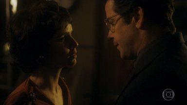 Episódio 7 - Enquanto Verônica e Péricles trocam beijos, Saulo se envolve com a filha de um amor do passado. Beatriz apresenta Odete para a família do noivo