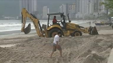 Após polêmica, Prefeitura de Balneário Camboriú devolve areia de ressaca à praia - Após polêmica, Prefeitura de Balneário Camboriú devolve areia de ressaca à praia