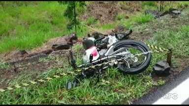 Condutor de moto morre em acidente no sudoeste - Ele bateu de frente a um ônibus