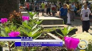Vendedores ambulantes aproveitam movimento nos cemitérios - Movimento nos cemitérios foi intenso nesta quarta.