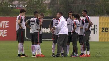 Inter tem missão difícil, mas não impossível, em Belo Horizonte - Celso Roth treinou em Porto Alegre um time alternativo.