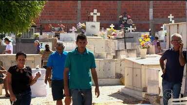 Cemitérios e paróquias têm missas no Dia de Finados em Petrolina - A primeira missa começou às 6 horas.