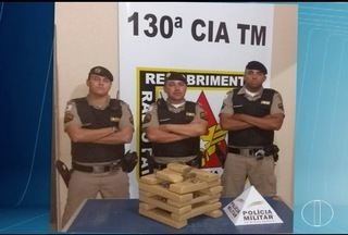 PM apreende 16 tabletes de maconha dentro de casa em Montes Claros - Em Porteirinha, PM prende homens e apreende armas e colete após assalto