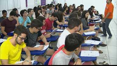 Que feriado que nada... estudantes de João Pessoa estão focados no Enem - Na Paraíba 221 mil 942 candidatos farão as provas do Enem.