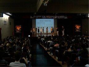 Estudantes aproveitam o feriado para se prepararem para o Enem - Provas ocorrem nos dias 5 e 6 de novembro.