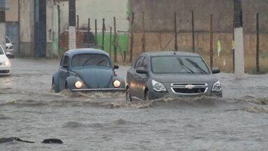 Chuva forte causa alagamentos em Vitória - Chuva foi rápida na manhã desta quarta-feira (2).