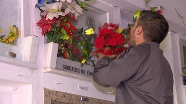 Cemitérios do RS ficam lotados em 'Dia de Finados' - Em alguns cemitérios do estado foram realizadas missas.