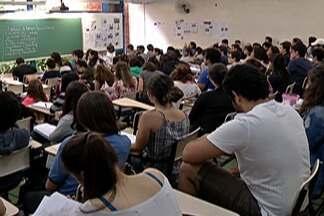 Candidatos ao ENEM aproveitam feriado de Finados para estudar - Provas do Exames Nacional do Ensino Médio acontecem no próximo final de semana.