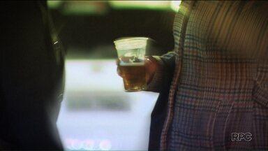 Um milhão e meio de adolescentes entre 13 e 14 anos já experimentaram bebida alcoólica - Veja a primeira reportagem especial sobre jovens alcoólatras.