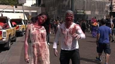 Com 10 anos, Zombie Walk reúne jovens e adultos em São Paulo - Com 10 anos, Zombie Walk reúne jovens e adultos em São Paulo