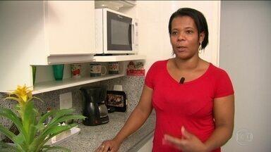 Levantamento do IBGE mostra aumento no número de diaristas - Número de empregados domésticos que trabalham numa mesma casa diminuiu. Já os que trabalham em mais de uma aumentou em 12,5%.
