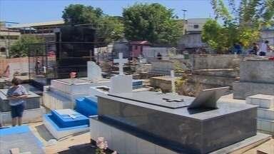 População visita cemitérios de Porto Velho no Dia de Finados - A população de Porto Velho compareceu durante toda esta quarta-feira (2) nos cemitérios da cidade para prestar homenagens aos entes queridos que já partiram