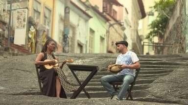 """Confira o clipe do Sururu na Roda interpretando o samba """"Pelo Telefone"""" - """"Pelo Telefone"""", de Donga e Mario de Almeida, é o primeiro samba da história."""