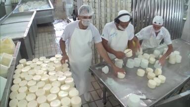 Laticínio de Conselheiro Pena é premiado por melhor queijo e manteiga do Brasil - Queijo prato e manteiga se destacaram em concursos.