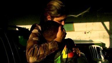 Policial ensina jovens a combater o crime sem armas de fogo - Para muitos policiais militares, a carreira militar não é só um trabalho, é uma vocação. Desde menina, Patrícia sonhava em mudar o mundo. Como militar e professora, ela tenta realizar sua missão estando perto das pessoas.