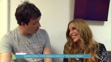 Rafael Cortez conversa com Ivete Sangalo, nos bastidores do The Voice Brasil - A cantora será supertécnica