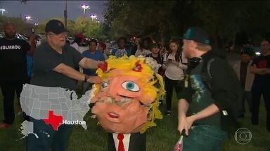 """Pelo menos dez cidades dos EUA têm protestos contra Trump - Manifestantes fizeram coro: """"Trump não é meu presidente"""". Mais de 100 pessoas foram presas."""