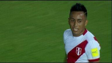 Cueva, do São Paulo, comanda goleada do Peru; Uruguai também vence - Cueva, do São Paulo, comanda goleada do Peru; Uruguai também vence