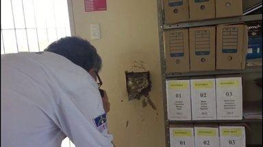 Bandidos roubam caixa eletrônico em posto de gasolina em Goiana - Homens armados invadiram loja de conveniência às margens da PE-49, em Ponta de Pedras, no Litoral Norte.