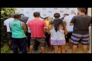 Polícia realiza operação em Santo Antônio do Monte - Doze pessoas foram presas, dentre elas quatro da mesma família. Também foram cumpridos mandados de busca e apreensão em Divinópolis.