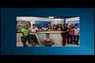 Alunos da Escola Estadual Professor Chico Dias visitam sede da TV Integração - Eles conversaram com a equipe e tiraram dúvidas.