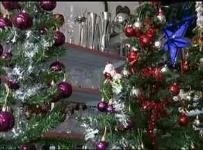 Comércio se prepara com itens decorativos de Natal - Comércio se prepara com itens decorativos de Natal