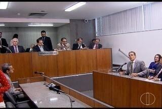 Relator da CCJ da ALMG emite parecer contrário a abertura de ação penal contra Pimentel - Processo pode levar ao afastamento do governador. Ele é investigado pela Operação Acrônimo.