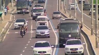 Motoristas desrespeitam 'Faixa Azul em Manaus - Rede Amazônica registrou circulação irregular em diversas vias.
