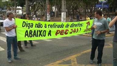 Manifestante interditam Centro e invadem Câmara Municipal de Campina Grande - Eles protestam contra a PEC 241