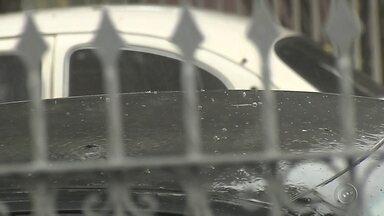 Chuva de granizo pega moradores de surpresa em Pompeia - Uma chuva de granizo pegou de surpresa os moradores de Pompeia (SP), na tarde desta sexta-feira (11). A chuva durou cerca de 30 minutos e o granizo caiu em praticamente toda a cidade.