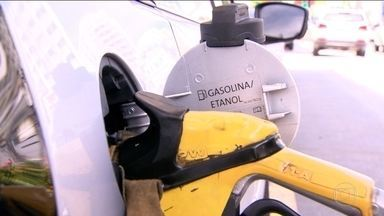 Gasolina sobe mesmo após redução de preço nas refinarias - Pesquisa da Agência Nacional do Petróleo mostra que preço médio subiu. Em menos de um mês, Petrobras fez duas reduções no preço da gasolina e do diesel.