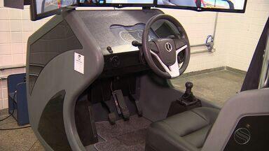 Sindicato das Autoescolas diz que somente 28 das 156 possuem aparelho simulador - Desde janeiro deste ano, a utilização é obrigatória no Brasil.
