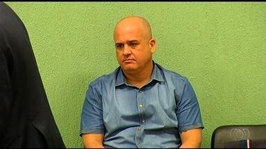 Dois PMs são presos e 8 depõem em operação contra grupo de extermínio - Entre os levados para depor no DF está o tenente-coronel Ricardo Rocha. Vice-governador diz que ele continua a comandar policiamento de Goiânia.