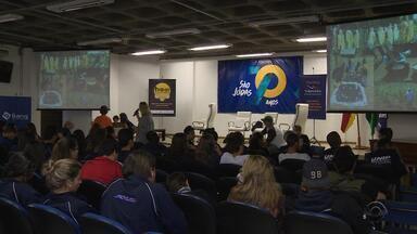 Estudantes comemoram 1 ano de ações sociais realizadas em todo o RS - Assista ao vídeo.