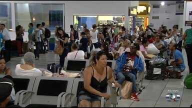 Rodoviária de Goiânia fica cheia na véspera de feriado - Muitas pessoas aproveitam a data para passear.