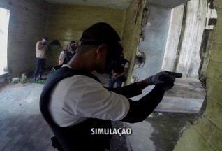 Policiais militares simulam negociação com criminosos em Divinópolis - Alunos atuarão em breve como soldados. Veja estratégia de confronto.
