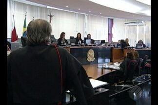 Manifestante aguardaram no TRE votação do pleno que julgou recurso que envolve a PMB - Recurso que havia determinado a readmissão de 308 servidores temporários da prefeitura da capital foi aceito.