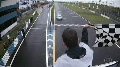 Felipe Fraga e Barrichello travam bela disputa na etapa de Goiânia da Stock Car - Rubinho levou a melhor no duelo e venceu a 1ª corrida. Na seguinte, Átila Abreu chegou em primeiro.