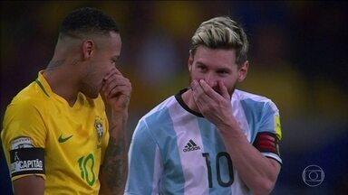 Brasil se prepara para enfrentar o Peru, mas a vitória contra a Argentina ainda é assunto - A seleção brasileira bateu os hermanos por 3 x 0 e enfrenta o Peru no dia 15/11.