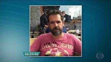 Está foragido o suspeito de matar a ex-namorada na Zona Sul - O suspeito, Hugo Alexandre Gabrich, teria entrado no prédio, junto com um entregador de pizza. Edna da Silveira foi morta a tiros. Outro homem que estava no apartamento da mulher também foi baleado.